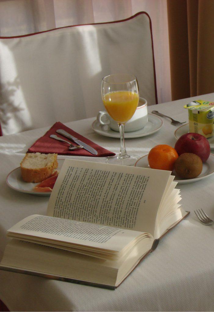 desayuna-en-el-hotel-Bufon-de-Arenillas-81-701x1024 Servicios y especialidades
