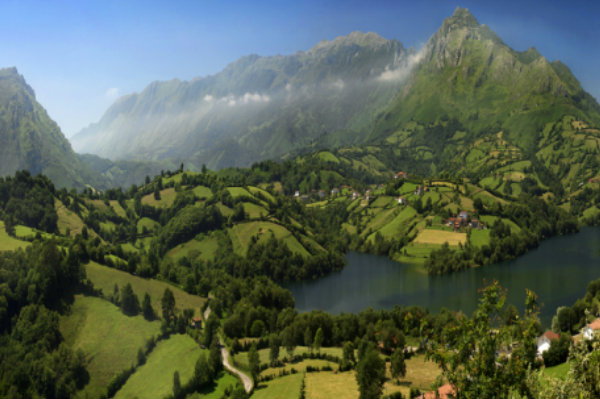 IT'S EASY TO FALL IN LOVE WITH ASTURIAS