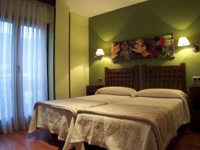 BUFON-DE-ARENILLAS-35-300x225 TIPO DE HABITACIONES HOTEL BUFÓN DE ARENILLAS